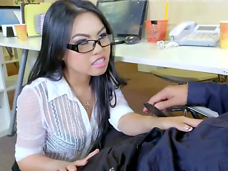 Classy Babe Blowing Bbc After Foreplay Porn Vidio